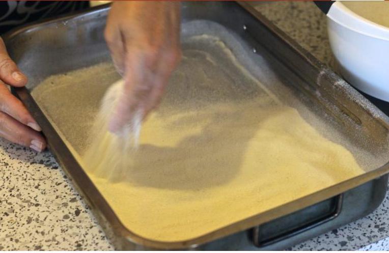Единственная выпечка, которая получается у меня идеально   яблочный насыпной пирог, для которого не нужно делать тесто