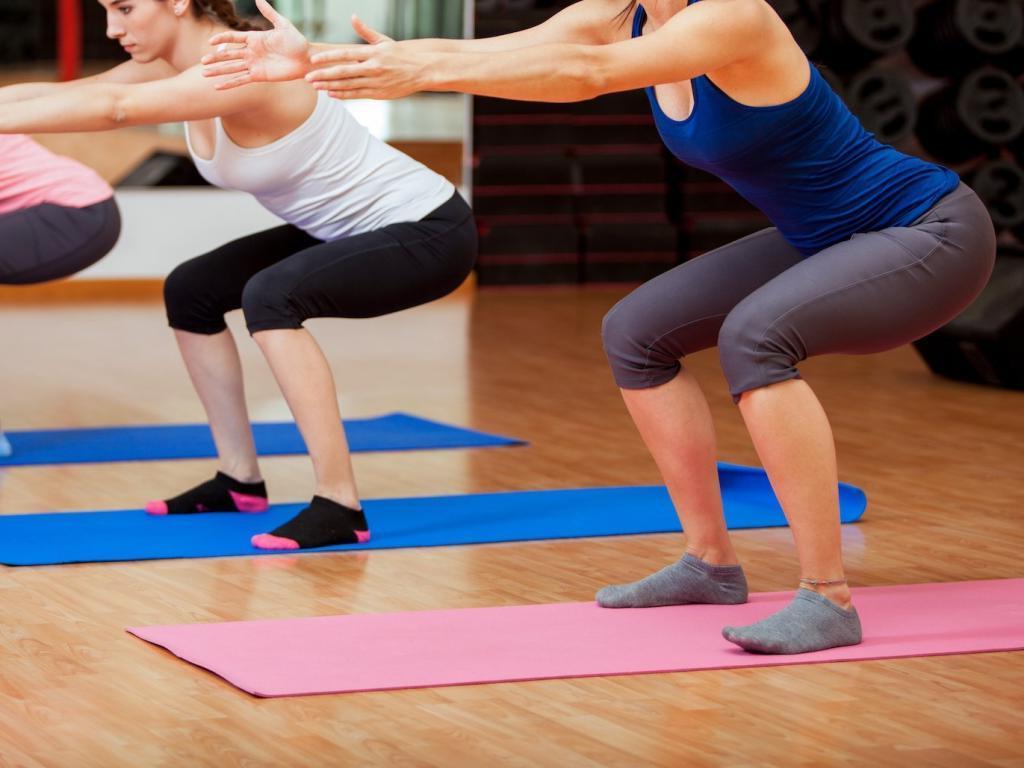 Я делала 100 приседаний каждый день в течение месяца и была удивлена воздействием на мое тело: ноги стали подтянутыми на 9 й день