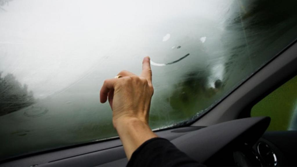 Зима близко, или Как быстро очистить запотевшие окна автомобиля