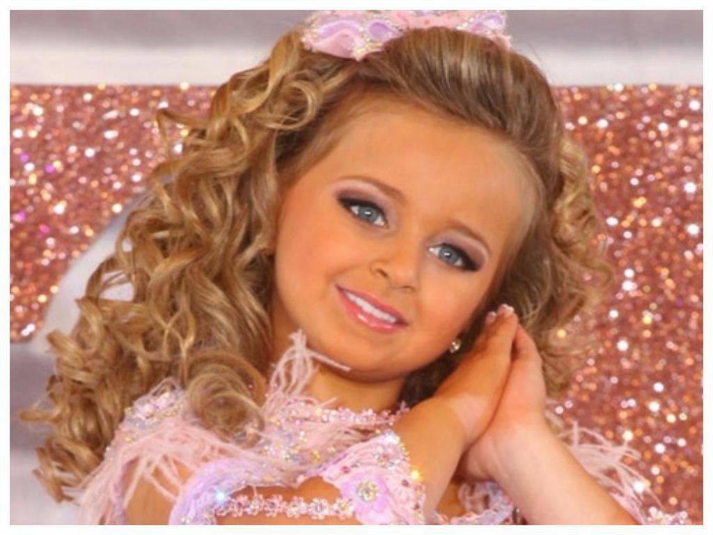 В 6 лет эта малышка заработала свой первый миллион: сейчас девочке уже 13 и она почти не изменилась