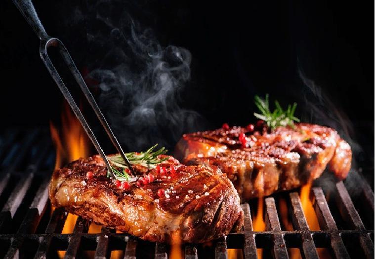 Большинство из нас любят устраивать пикник на природе: несколько ошибок, которые мы зачастую совершаем при готовке на гриле