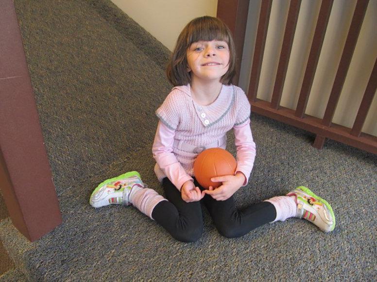 После визита к ортопеду, моему ребенку запретили сидеть в W образной позе. Нужно было следить за этим раньше