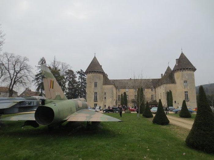 Замок де Савиньи-ле-Бон: дом для самой большой в мире частной коллекции истребителей
