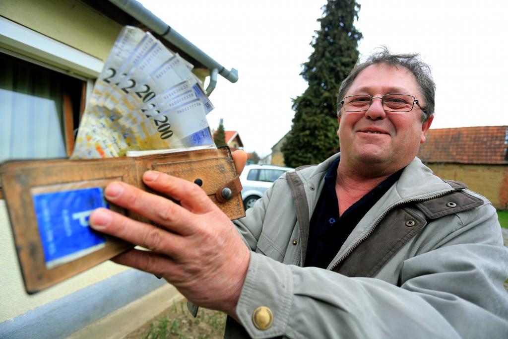 Мужчина получил по почте утерянный 14 лет назад кошелек. Но денег в нем было намного больше, чем он потерял