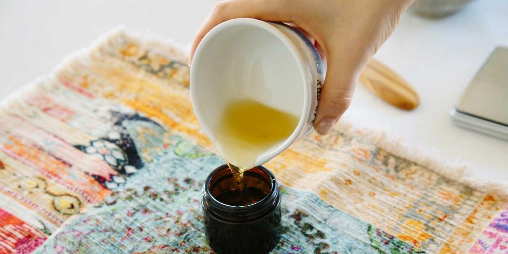 Я перестала покупать очищающие средства для лица, теперь сама их готовлю: рецепты с медом, активированным углем, алоэ вера и маслами