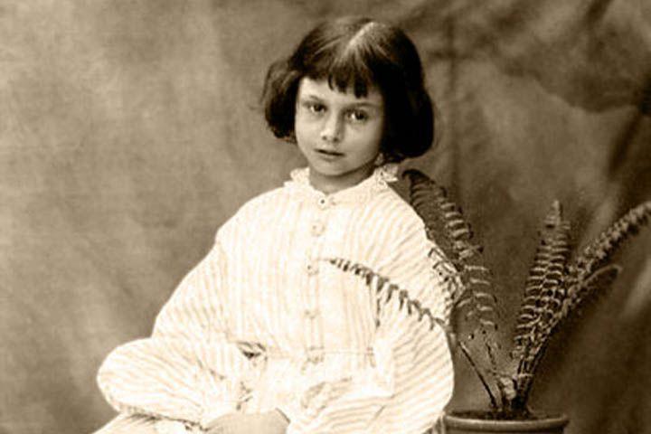 Та самая Алиса, которая вдохновила Льюиса Кэрролла на написание  Алисы в стране чудес . Как сложилась судьба прототипа знаменитого персонажа