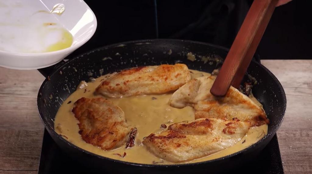 Домашние готовы добавлять его во все блюда: рецепт моего любимого томатно грибного соуса