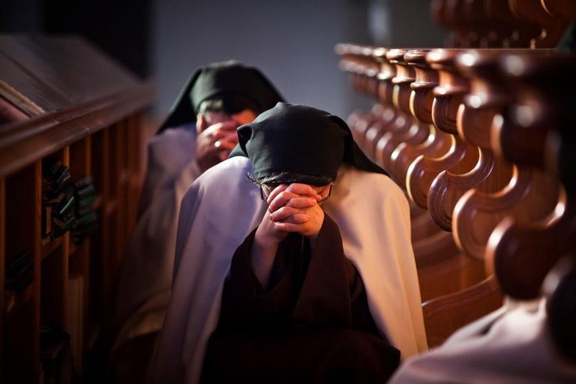 Женщина, которая прожила 12 лет в монастыре, рассказала, что на самом деле происходит за закрытыми дверьми церкви