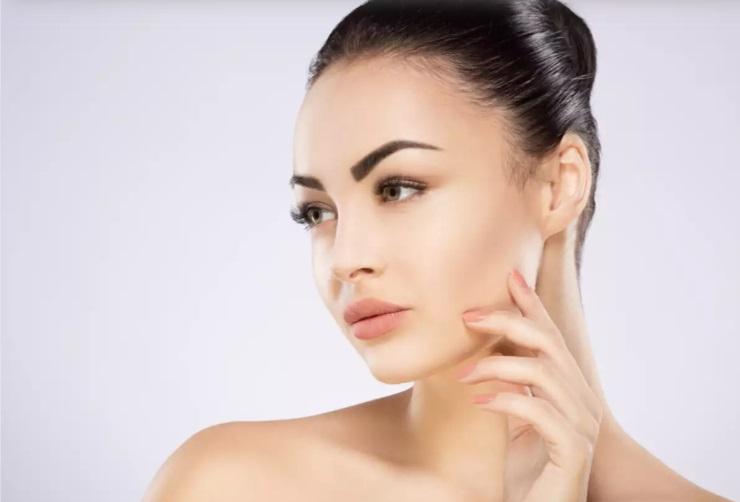Когда блеск все портит: подруга-косметолог рассказала, как ухаживать за жирной кожей, чтобы всегда выглядеть идеально