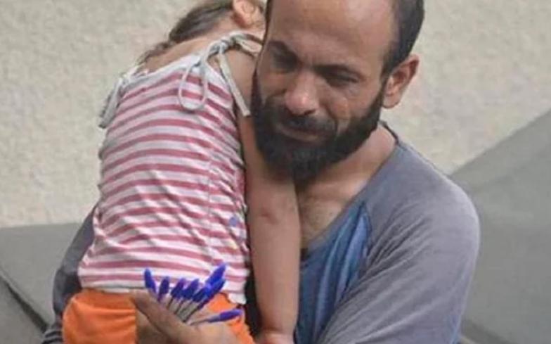 Мужчина продавал дешевые ручки, чтобы накормить детей. Один снимок изменил жизнь семьи