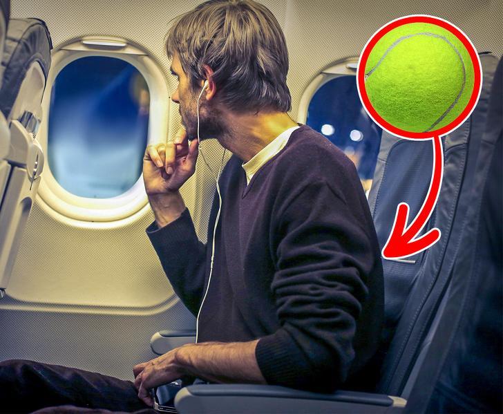 10 способов сохранить комфорт во время длительного перелета: чем может помочь теннисный мячик и как поддерживать гигиену