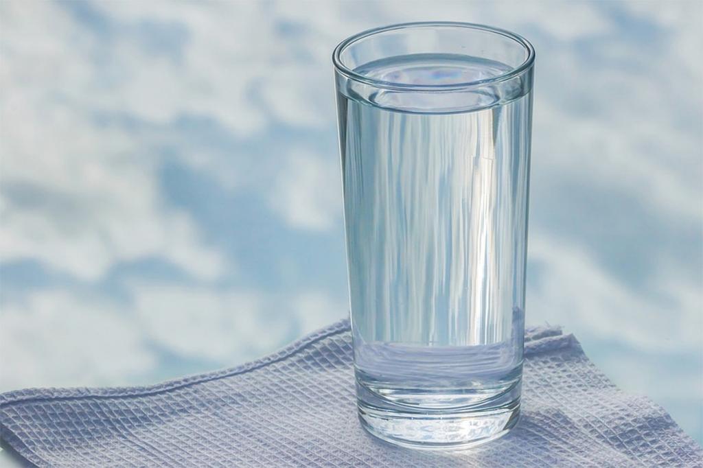 Эксперимент: девушка месяц пила воду натощак и рассказала о результатах