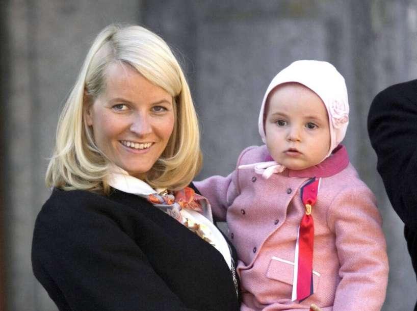 15 лет назад мир впервые увидел принцессу Ингрид. Маленькая девочка превратилась в юную леди, очаровавшую Европу своей естественной красотой