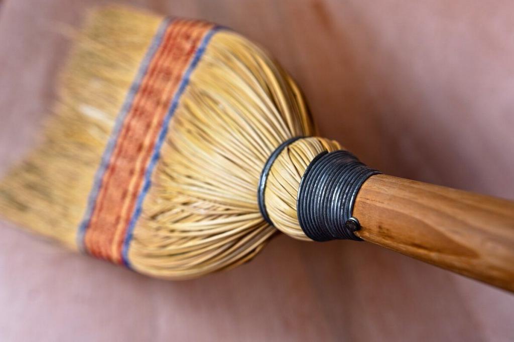 Купили новый веник - не спешите выбрасывать старый: самые популярные приметы об этом бытовом предмете