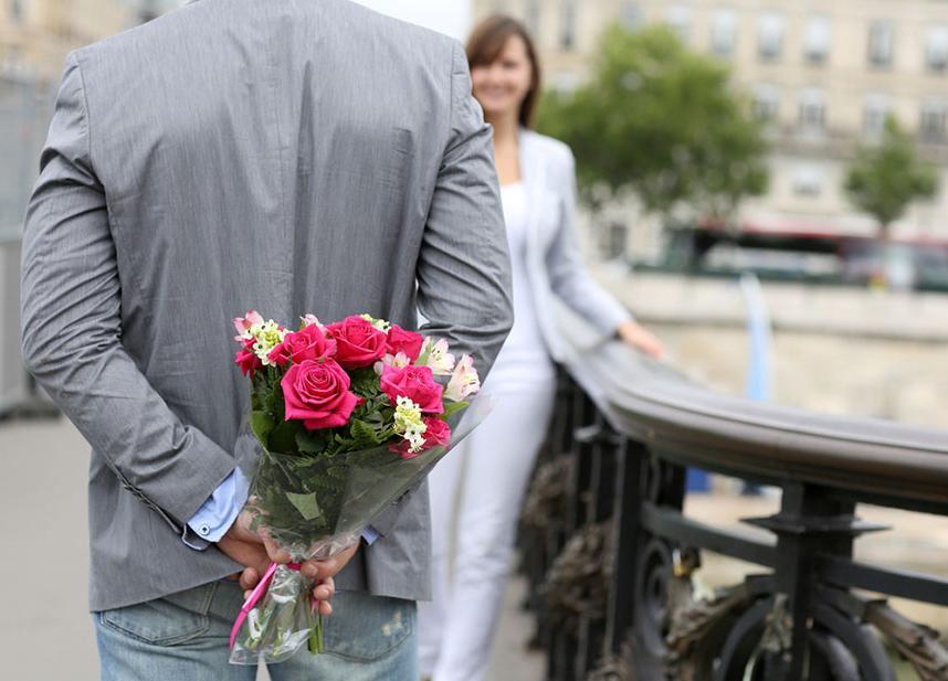 Что надеть на первое свидание, чтобы покорить избранника: ученые рассказали какой цвет женской одежды привлекает мужчин больше всего