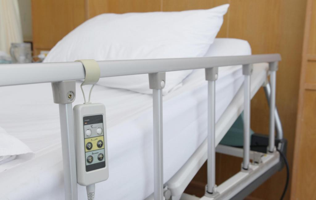 Кровати, кнопки вызова лифта и другие микробные места, которые нельзя трогать в больницах