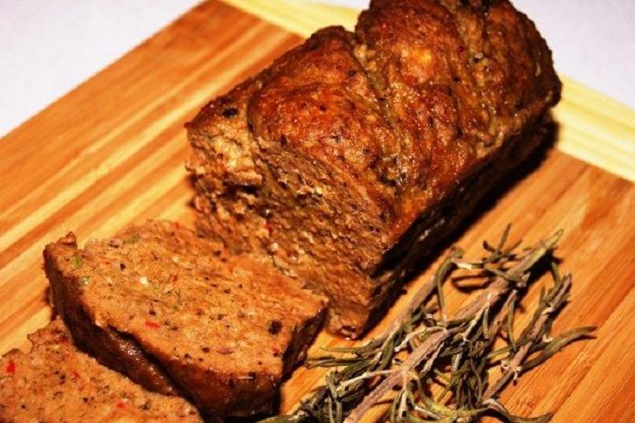Когда котлеты надоедают, я делаю мясной хлеб в глазури: и оригинально, и вкусно, и сытно (рецепт)