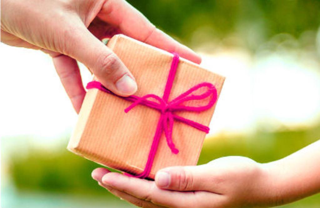 дарят ли подарки на день рождения заранее