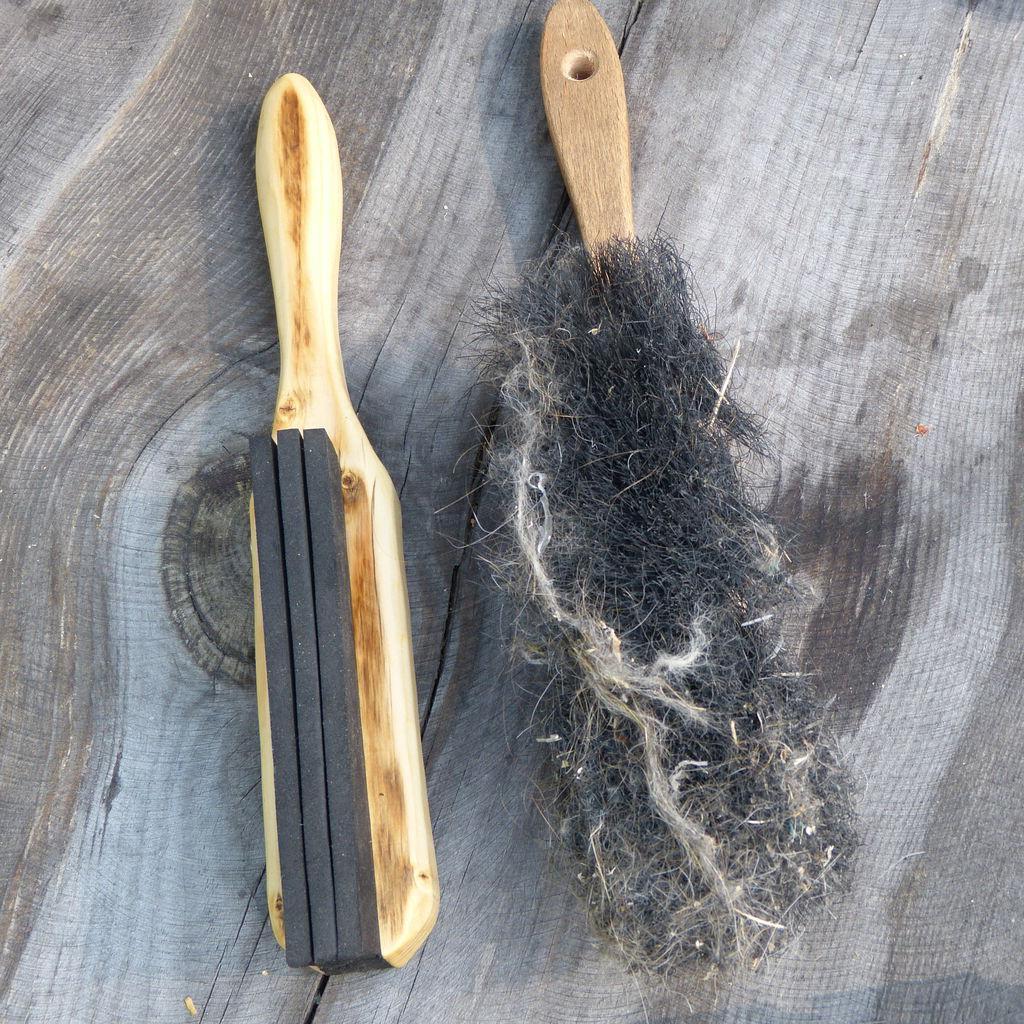 Мы решили проблему уборки шерсти питомцев с помощью самодельной щетки: с ней в доме вновь чистота и порядок