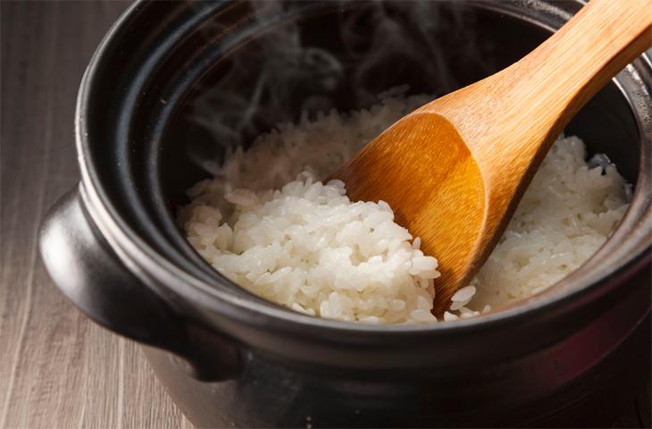 Мама указала на 4 ошибки, мешающие мне сварить вкусный и рассыпчатый рис