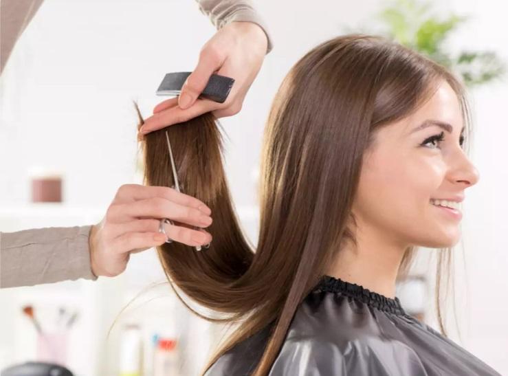 Бьюти-лайфхаки для занятых мам: используем кокосовое масло для волос, а бритву - для бровей