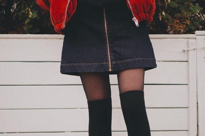 Молодому человеку не нравится, как одеваются многие девушки. Поэтому он составил список, что точно должно быть в гардеробе модницы