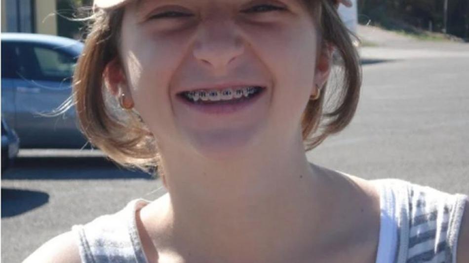 8 лет назад над маленькой Селин смеялся весь класс: сегодня гадкий утенок стал прекрасным лебедем