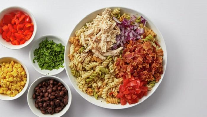 Я переехала к мужу в Техас, и его мама научила меня готовить вкуснейший ковбойский салат из макарон