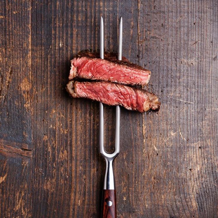 На пару или огне? Диетолог рассказала, какое мясо самое вредное и как его правильно готовить