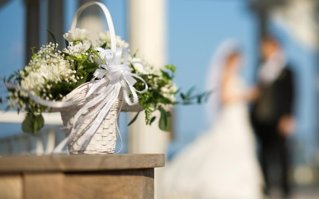 Пара показала фото до и после свадьбы. Прошло всего несколько часов, но молодоженов трудно узнать