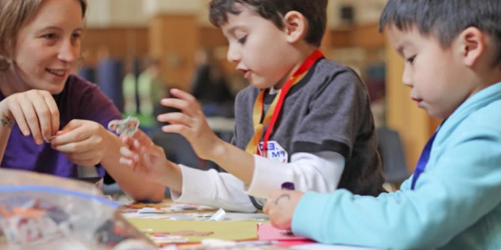 У них появится чувство выполненого долга: почему стоит привлекать детей к волонтерству