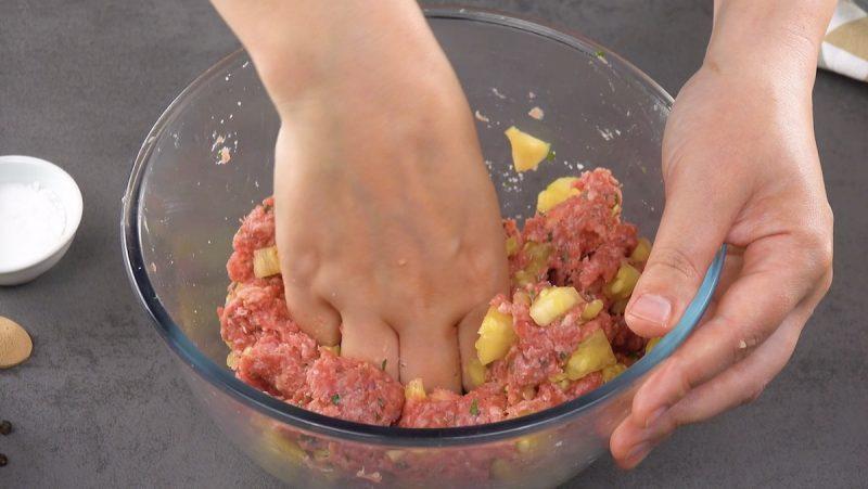 В последнее время часто готовлю что-то из кабачков: мясная запеканка стала любимой