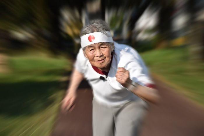 90 летняя японка публикует футуристические фото в своем популярном блоге