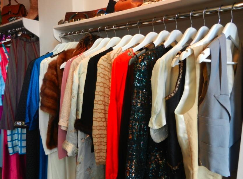 Черная кожаная куртка - обязательна: 10 вещей, которые должны быть в гардеробе у каждой женщины старше 50 лет