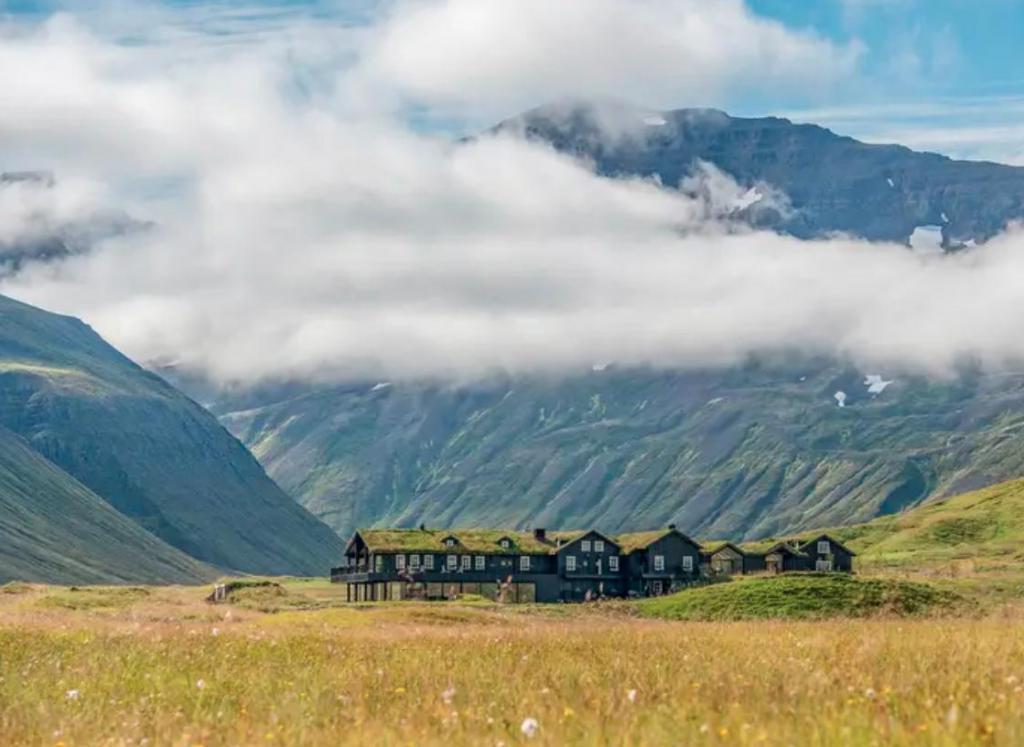 От теплых островов до ферм в горах: туристы выделили 10 лучших направлений для отдыха
