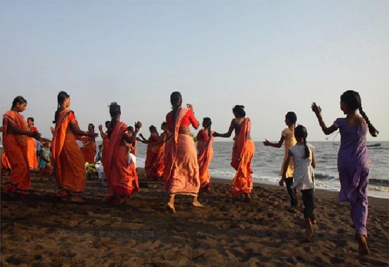 Путешествуя по миру, мой друг делает потрясающие снимки. Из Индии он привез фото праздника Наваратри, который отмечается в честь богини Дурги: самые любопытные эпизоды