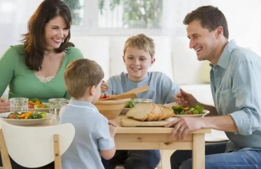 У нормальной женщины на первом месте всегда муж, а не дети