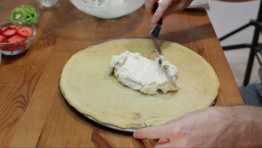 Мои дети настолько любят пиццу, что я делаю ее даже на десерт: готовится быстро, а получается очень вкусно