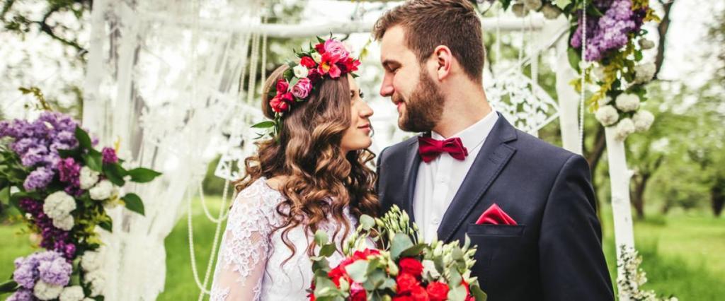 """Лимузин, фата и выкуп: старые свадебные традиции, которым миллениалы сказали """"нет"""""""