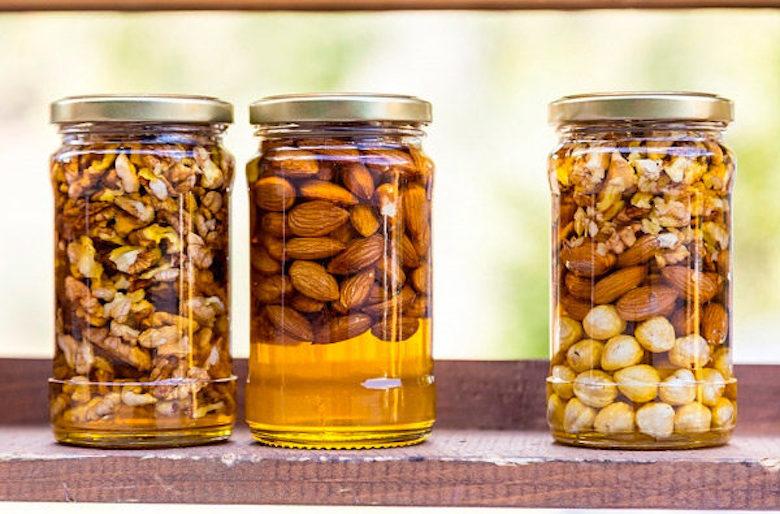 Время замачивания практически всех видов орехов перед «полезным» употреблением