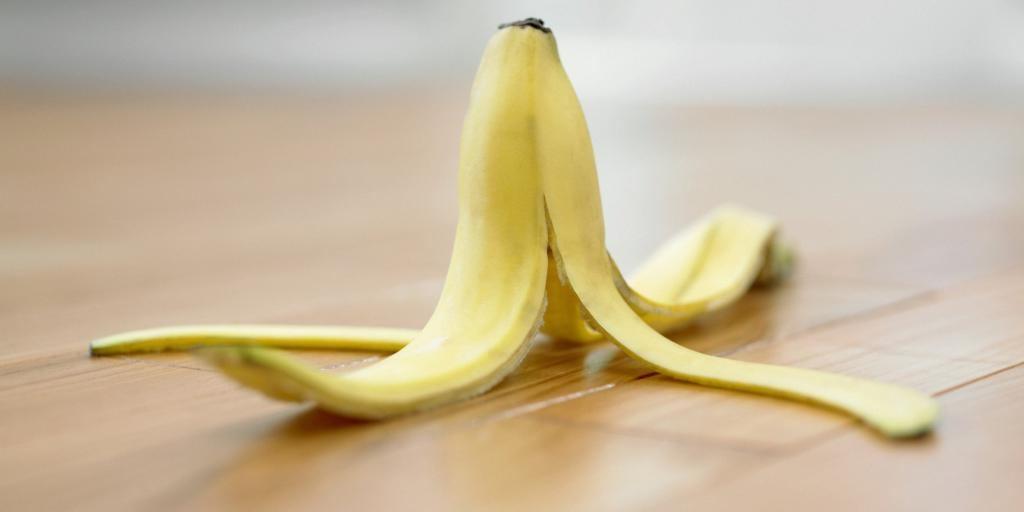 Я никогда не выкидываю кожуру банана. С ее помощью можно отполировать старую обувь и не только
