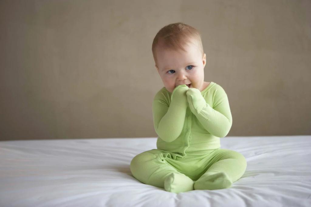 Несколько раз провести салфеткой по векам младенца: как быстро уложить ребенка спать