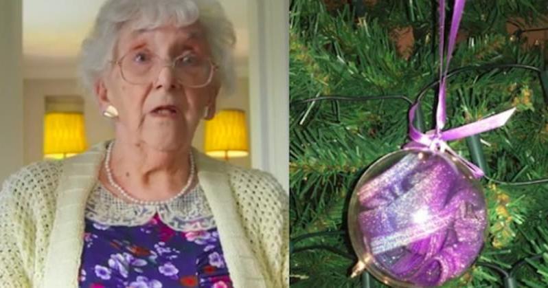 Старушка купила шары для новогодней елки. Когда внучка увидела покупку, ей стало очень смешно