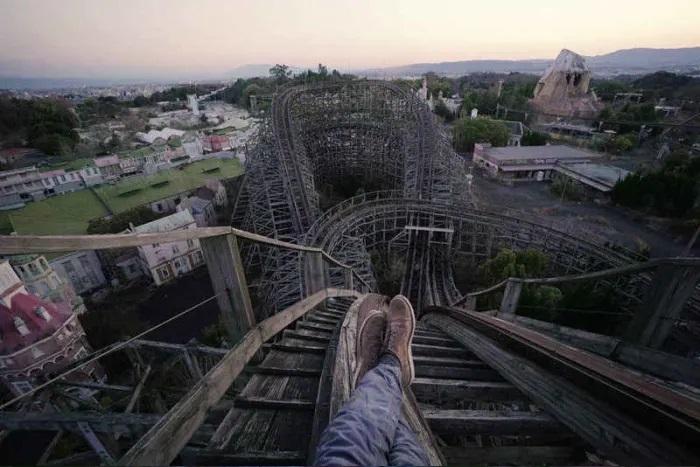 Французский фотограф сделал завораживающие снимки заброшенного парка развлечений в Японии