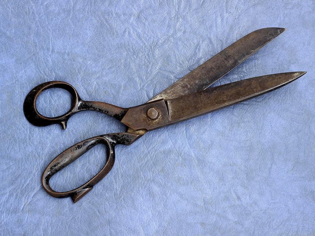 Как наточить ножницы за одну минуту без специальных средств: полезный лайфхак