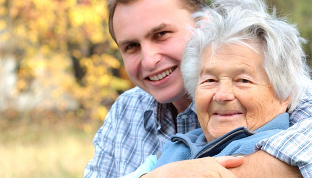 Мужчина подарил пожилой маме на юбилей деньги. Но его брат распорядился этой суммой по своему