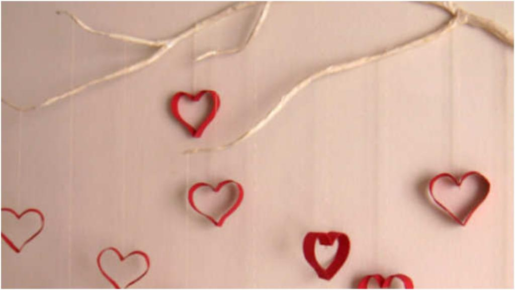 Подруга взяла сучок и втулки, получилось дизайнерское украшение на стену для ее дочки