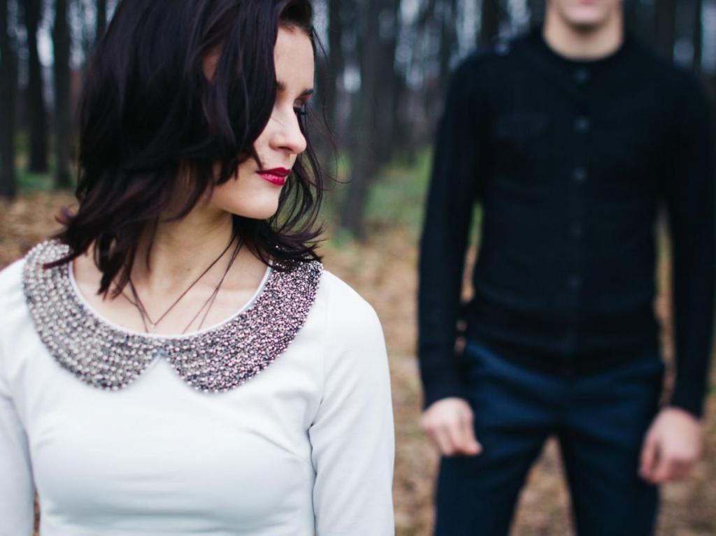 Вы чувствуете, что недостойны любви: 8 признаков того, что вы в отношениях с нарциссом