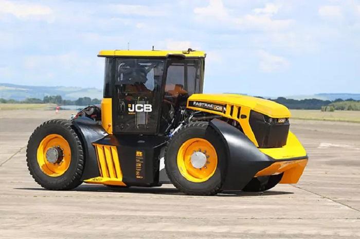Форсаж  по деревенски: в Англии создан трактор, способный разогнаться до 200 км/ч