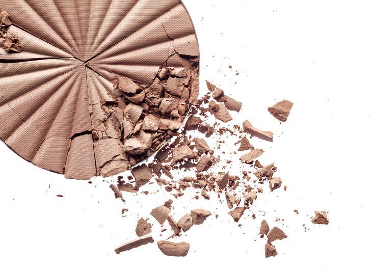 Как восстановить непригодные для макияжа продукты: к примеру, тушь или лак для ногтей